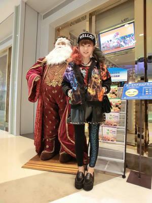 超炫火焰棉外套(大爱)+铆钉皮裙+施华洛世奇水钻打底裤=原宿范