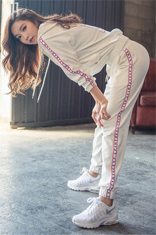 休闲洋气运动套装女2021春夏款网红时尚健身房速干宽松跑步运动服