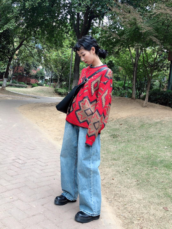 Vol.95 中国风的印花毛衣 仅仅只是上装就能点亮整个秋冬啦~阔腿及地牛仔裤让整体更加高级更有风格也是我的最爱啦~