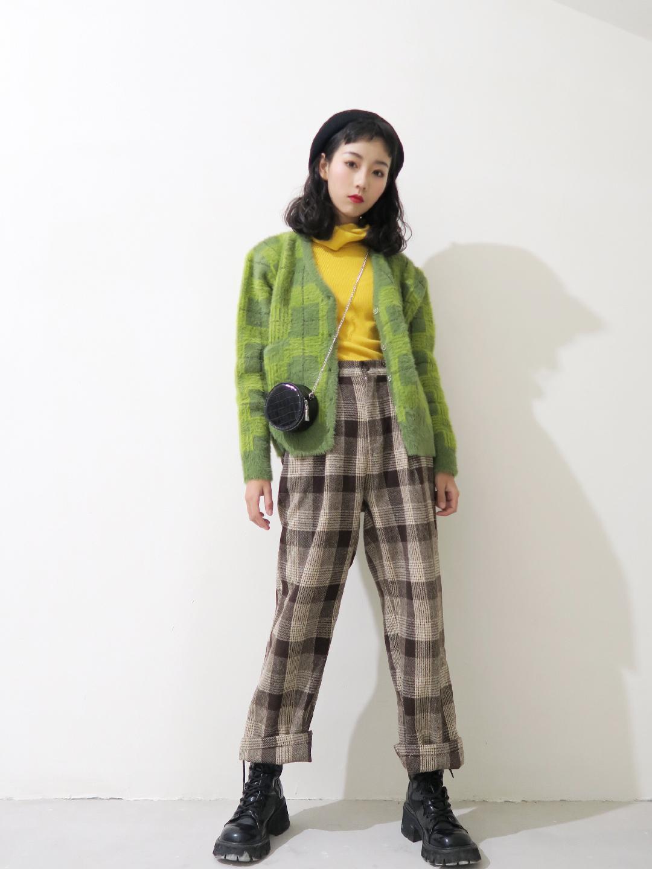 #快时尚年终促销,做你的私人导购~# 这件草绿色针织毛绒外套绿的真的很养眼阿~ 穿到开春妥妥滴~ 格子裤超级显腿长有没有 加一双松糕底的靴子就是这个👍👍👍👍