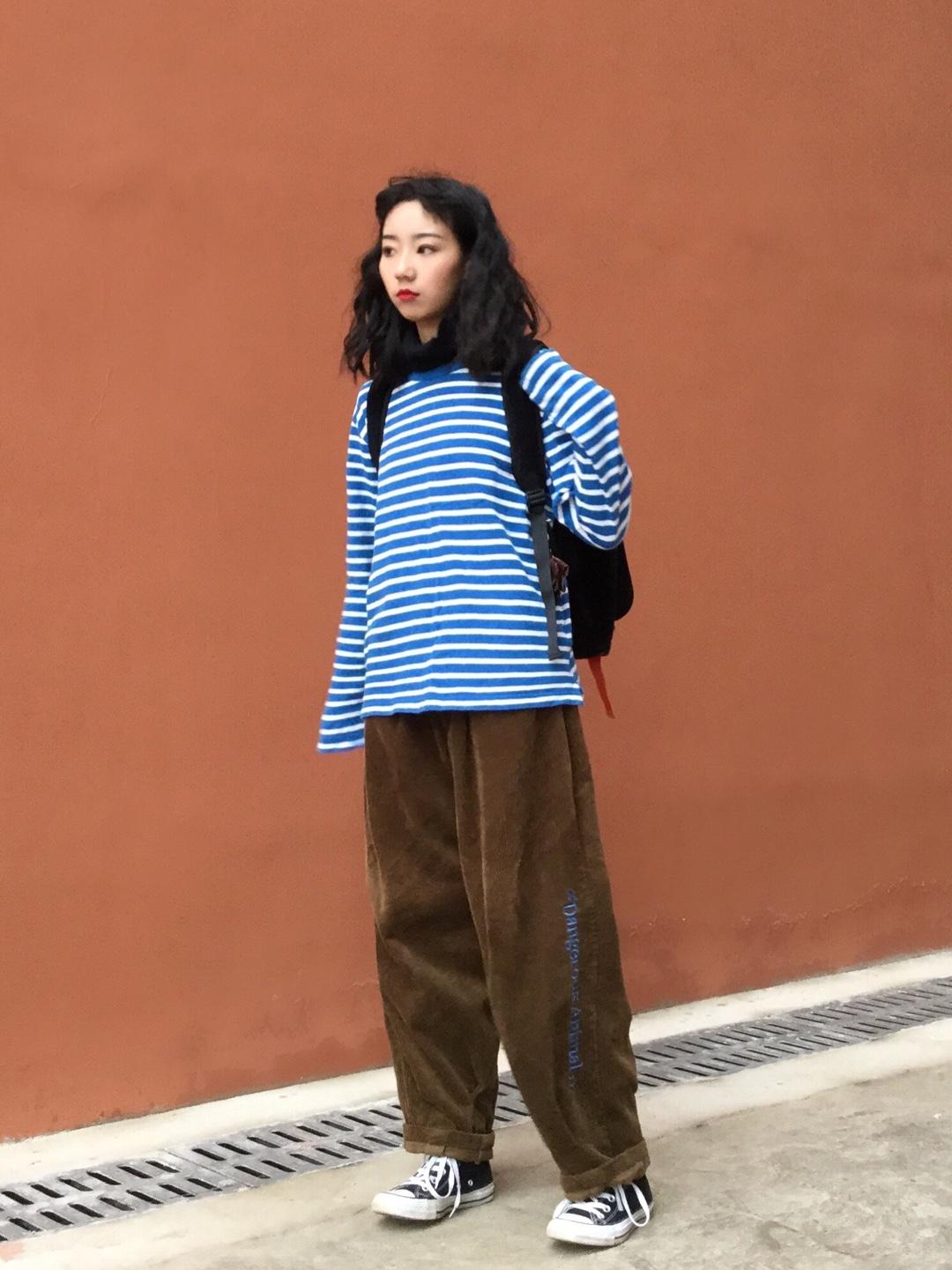 #我的显白穿搭大公开# 优衣库的条纹t 超级百搭超级日常  重要的是显白100分 百搭的帆布鞋 很校园噢~
