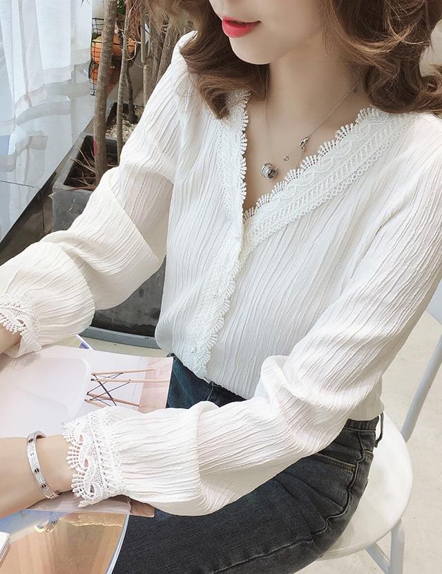 雪纺衬衫女长袖秋季新款女装韩版V领上衣洋气设计感小众白色衬衣