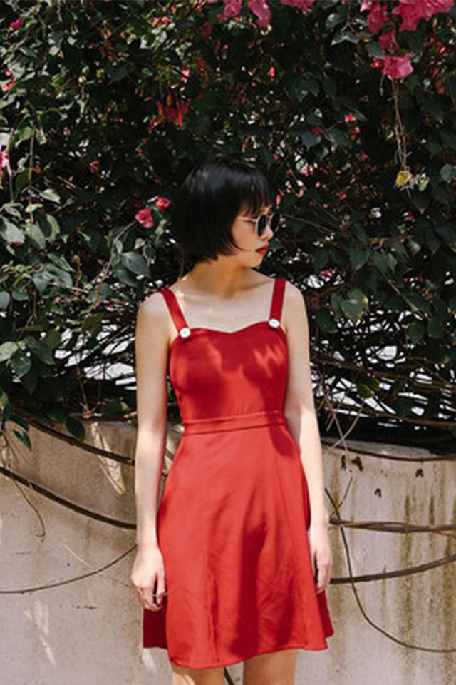 OMONT复古宽松红色吊带雪纺连衣裙女学生收腰裙子港风闺蜜装
