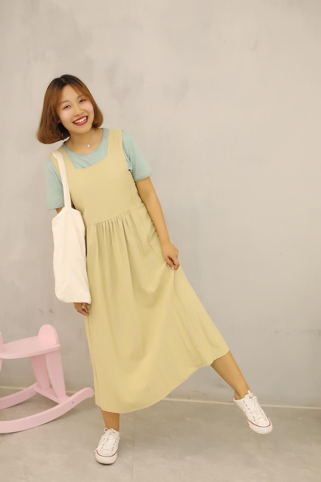#小腿粗壮的穿搭拯救方案#  ❤️卡其色可爱背带裙, 穿上就是小可爱一枚~ 而且这种颜色真的很百搭, T恤还有衬衫统统可以~ ❤️绿色T真的很棒! 是春夏天阳光的感觉~ 内搭颜色亮一点~
