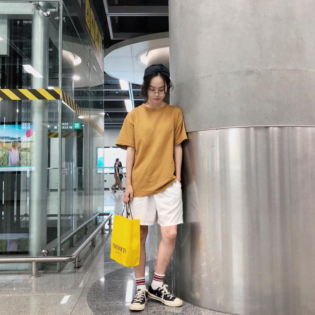 白色裤子穿搭又上线啦(๑‾ ꇴ ‾๑)#夏日水果色上身,我超甜#