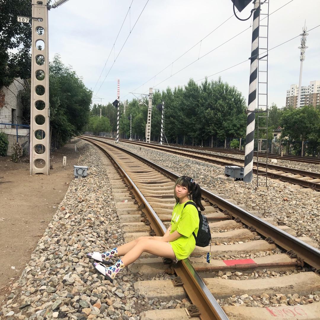 夏天少不了苹果绿! 拖鞋加袜子也是时尚潮流 #热skr人?这样穿太太太凉快!#