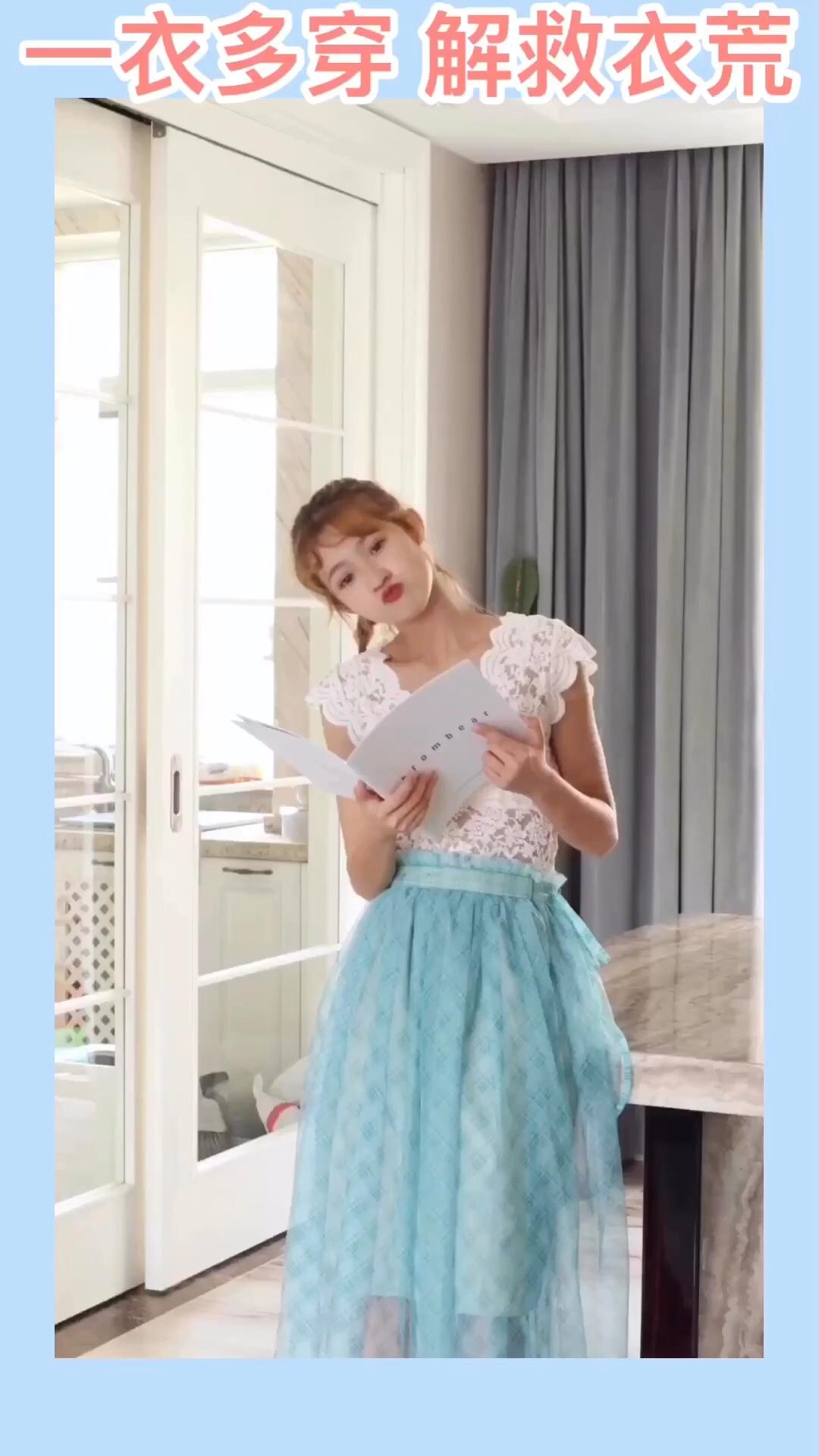 #夏日露肌图鉴,撩人于无形#  身高166,体重88,试穿s码 大部分半身裙都可以当作抹胸裙来穿哦,蓝绿色这个颜色蛮特别的