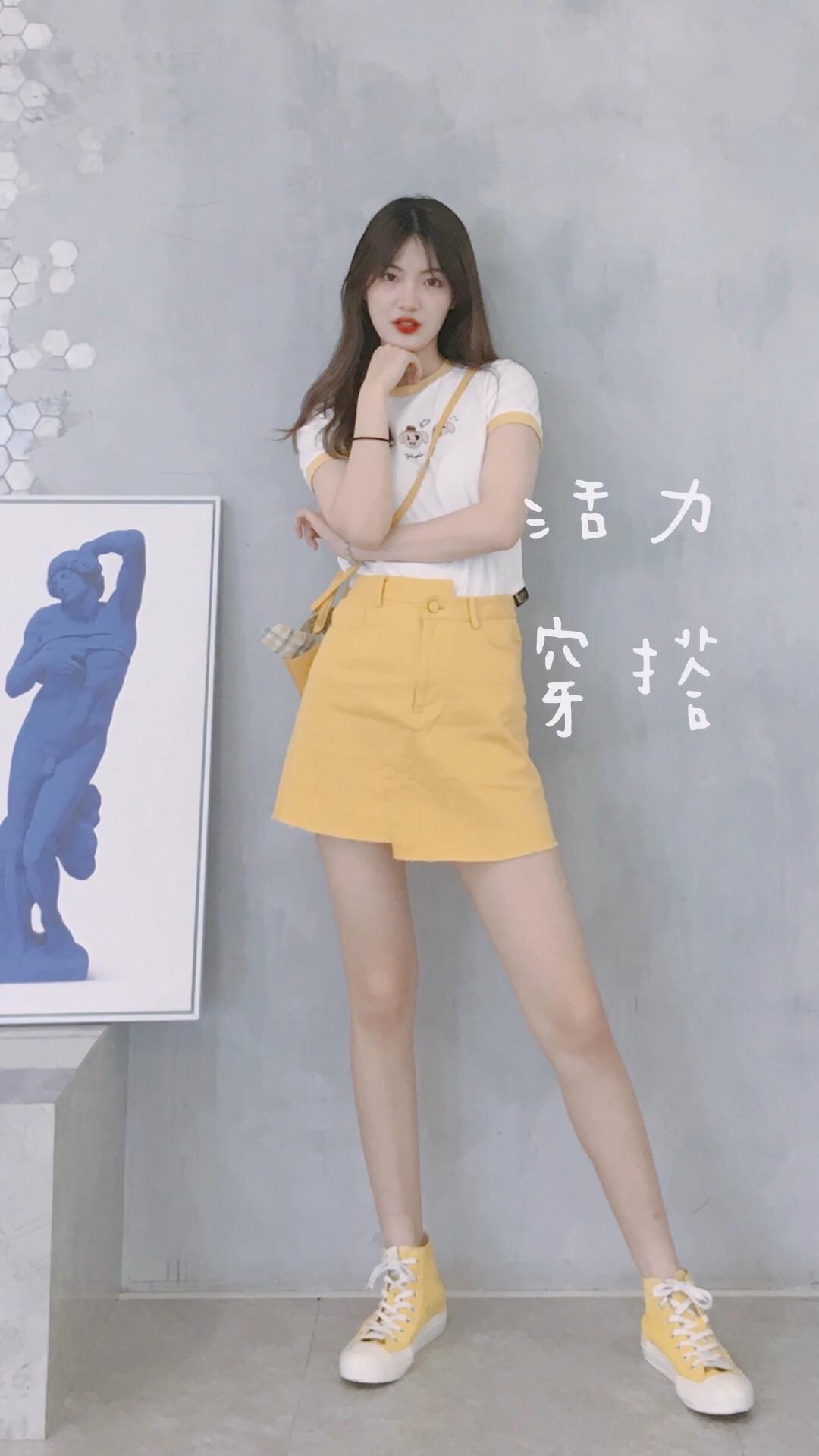 #抓住夏天小尾巴,做元气美少女!# 短袖:塔卡沙 半身裙:森马 运动鞋:MATNUT 斜挎包:ur 🌼🌼
