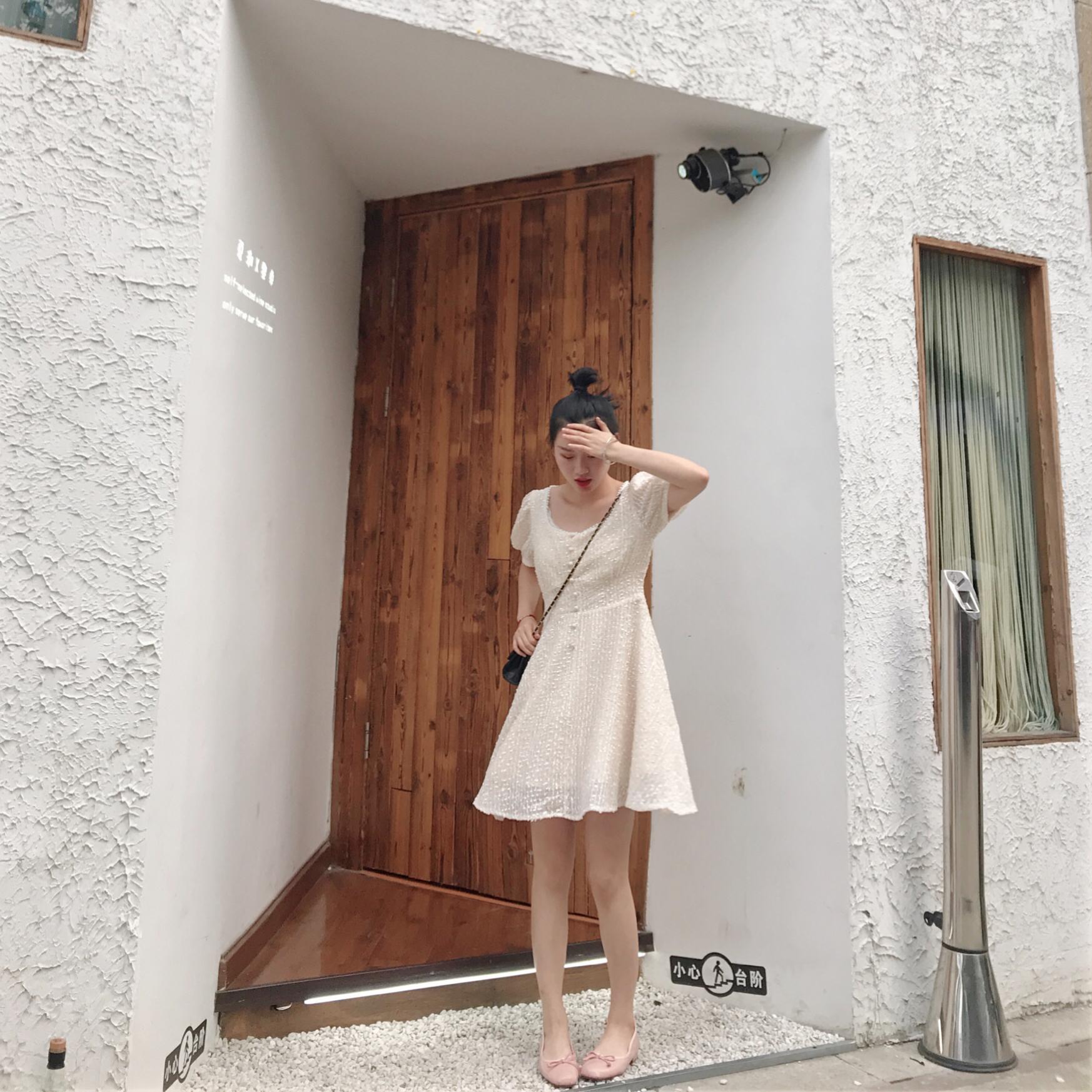 #显瘦连衣裙年终盘点# 南瓜穿搭/法式ins甜美仙女裙 一款仙女们夏天必备的仙女裙哦,面料超级有质感的,仙气十足,强烈推荐。