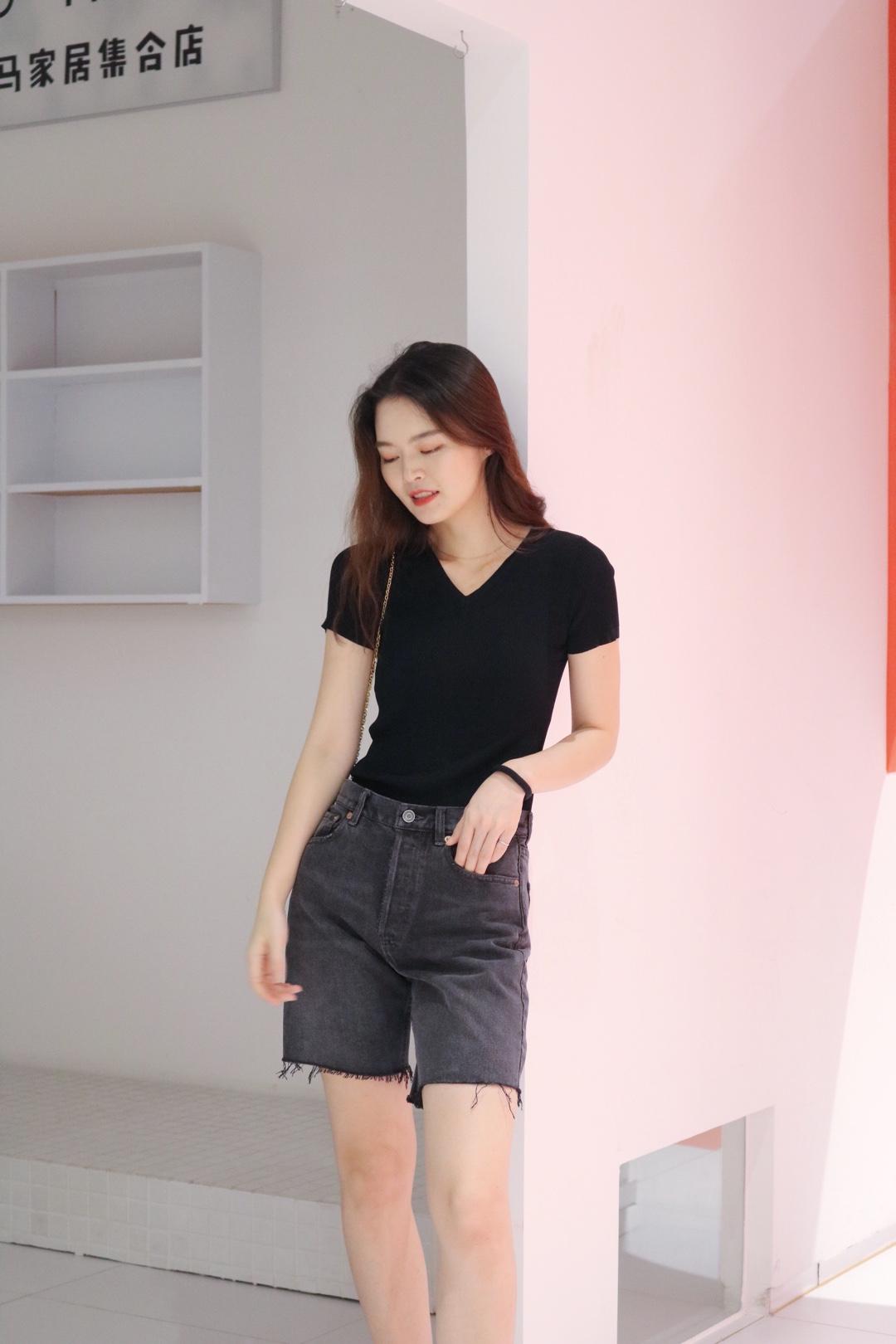 今年大火的老爹裤,这样一套也太好看了吧,搭配上简约的黑色T简直不要太气质呀,回头率很高的一套#七夕!男友眼中的100分穿搭!#