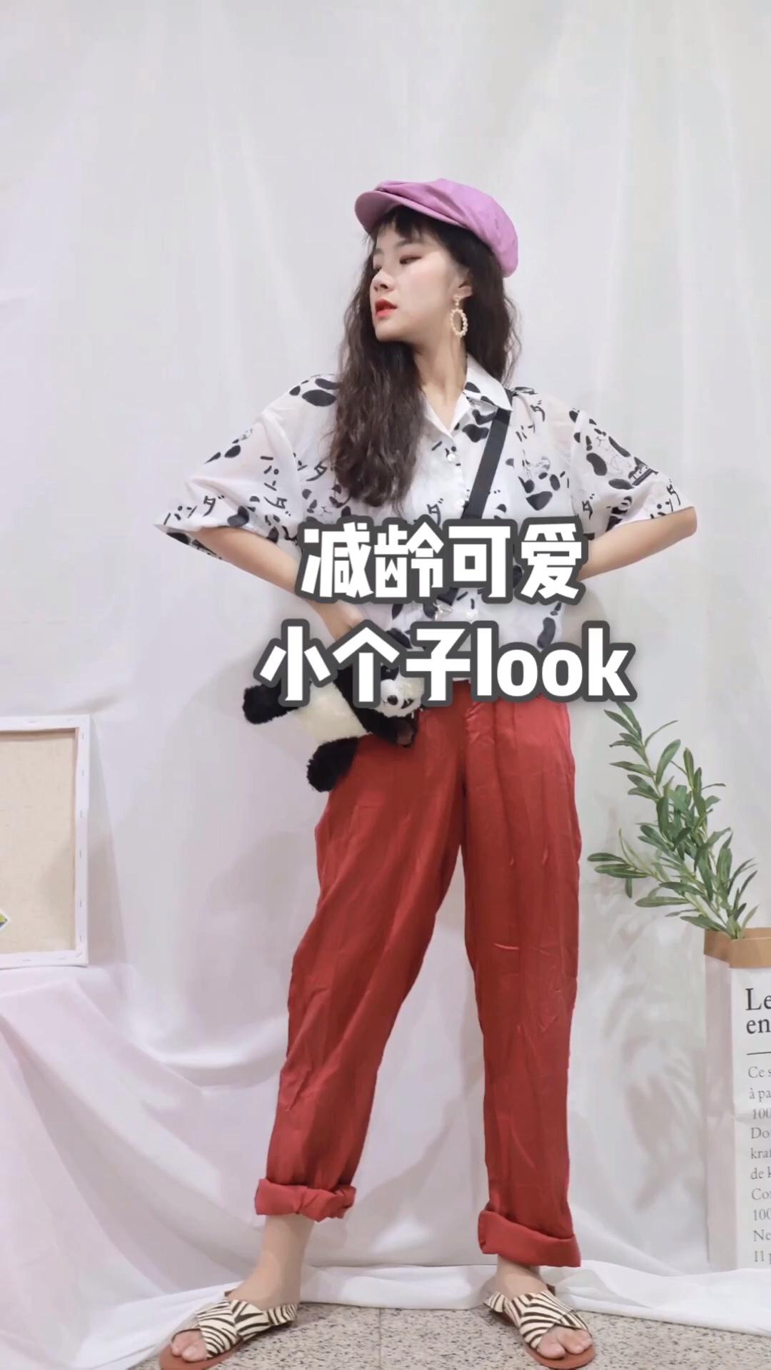 """熊猫黑白衬衫搭配红色宽松束脚裤 毛茸茸同款包 整套甜美可爱#""""抽脂""""穿搭术,无死角显瘦!#"""