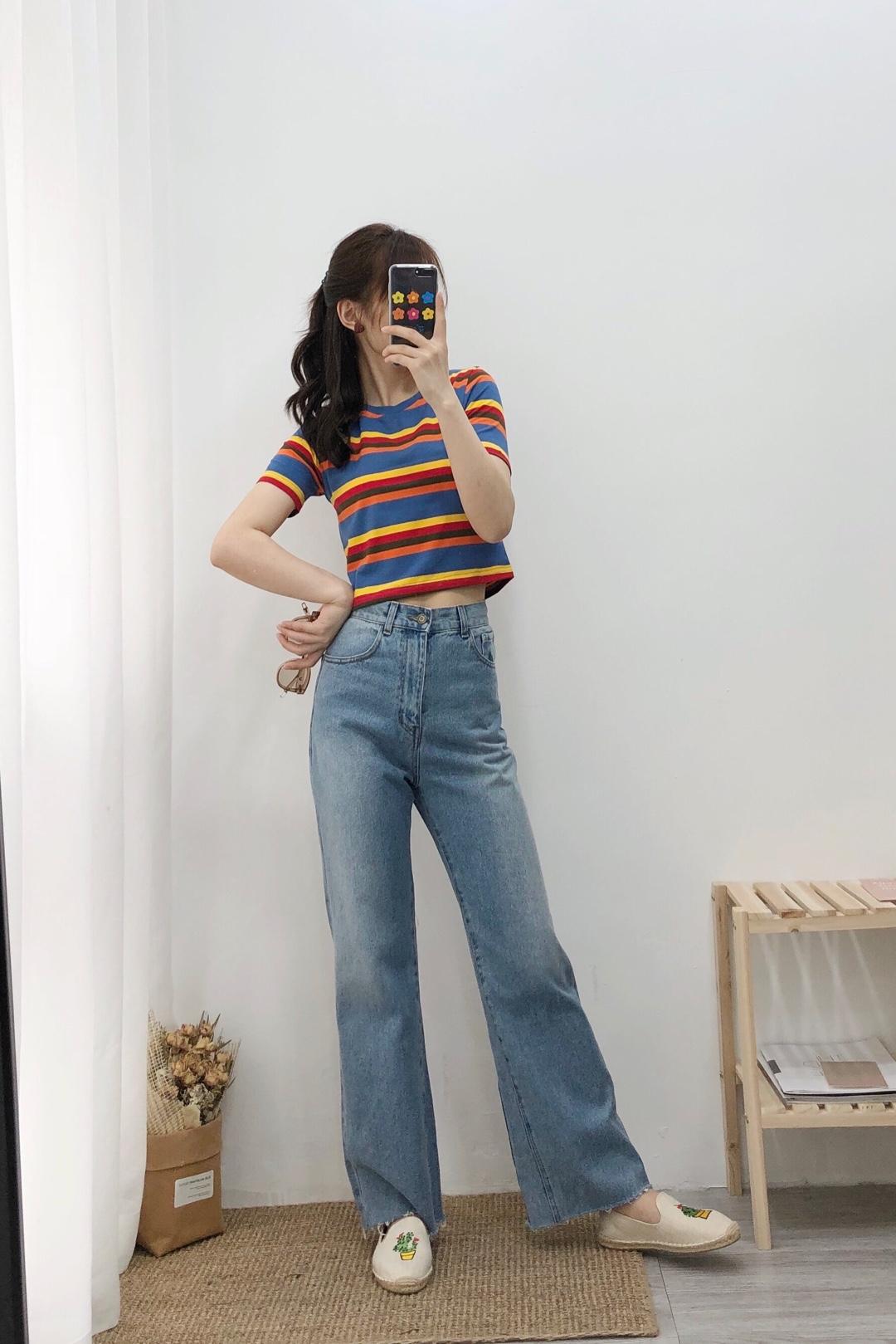 #长高10cm:腰线拉高术!# 彩虹🌈T恤 短款拉高腰线 高腰牛仔长裤 酷酷的