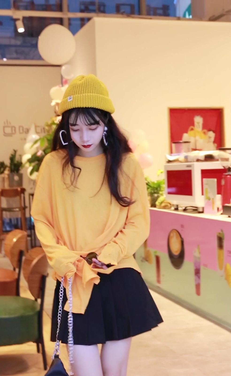 #夏秋交替,办公室最佳look#  小个子女生也可以拥有大长腿!!!嘻嘻 我最爱的短裙标配!!! 橙色也有提亮肤色的作用 而且穿上超级显瘦!!!