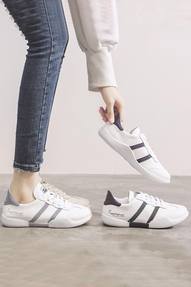 网红平底小白鞋女2021春秋季新款韩版时尚百搭透气轻便运动鞋