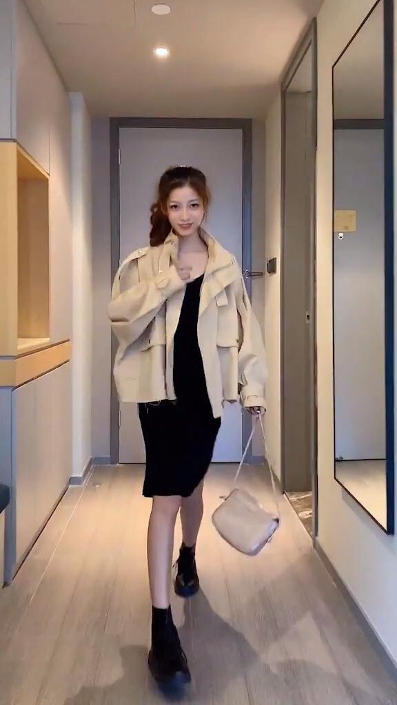 入秋搭配建议经典风衣🧥不能少#一眼心动的早秋女神套装#
