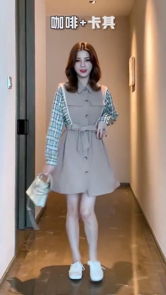 天冷了,姐妹们该穿秋装了#风衣x裙子才是秋日限定#