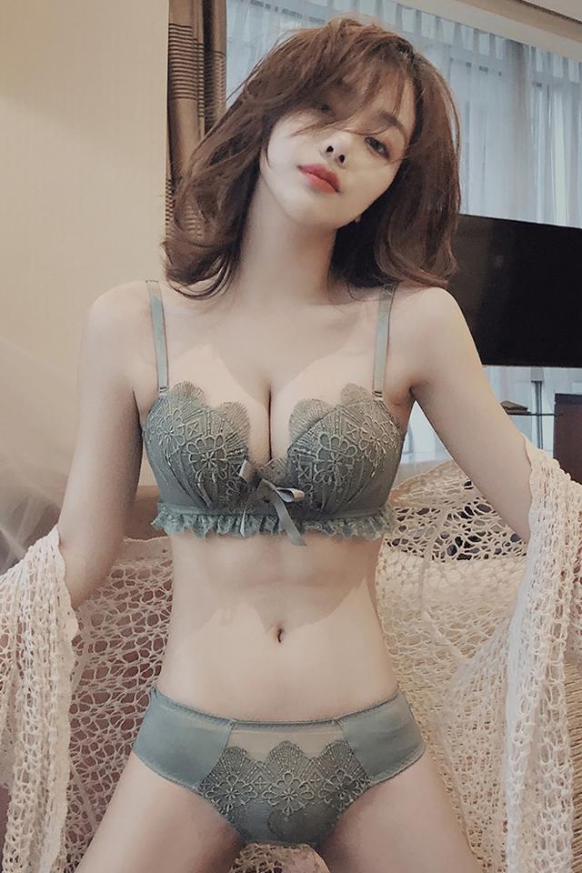 性感内衣女蕾丝少女调整型收副乳小胸聚拢加厚文胸套装女无钢圈