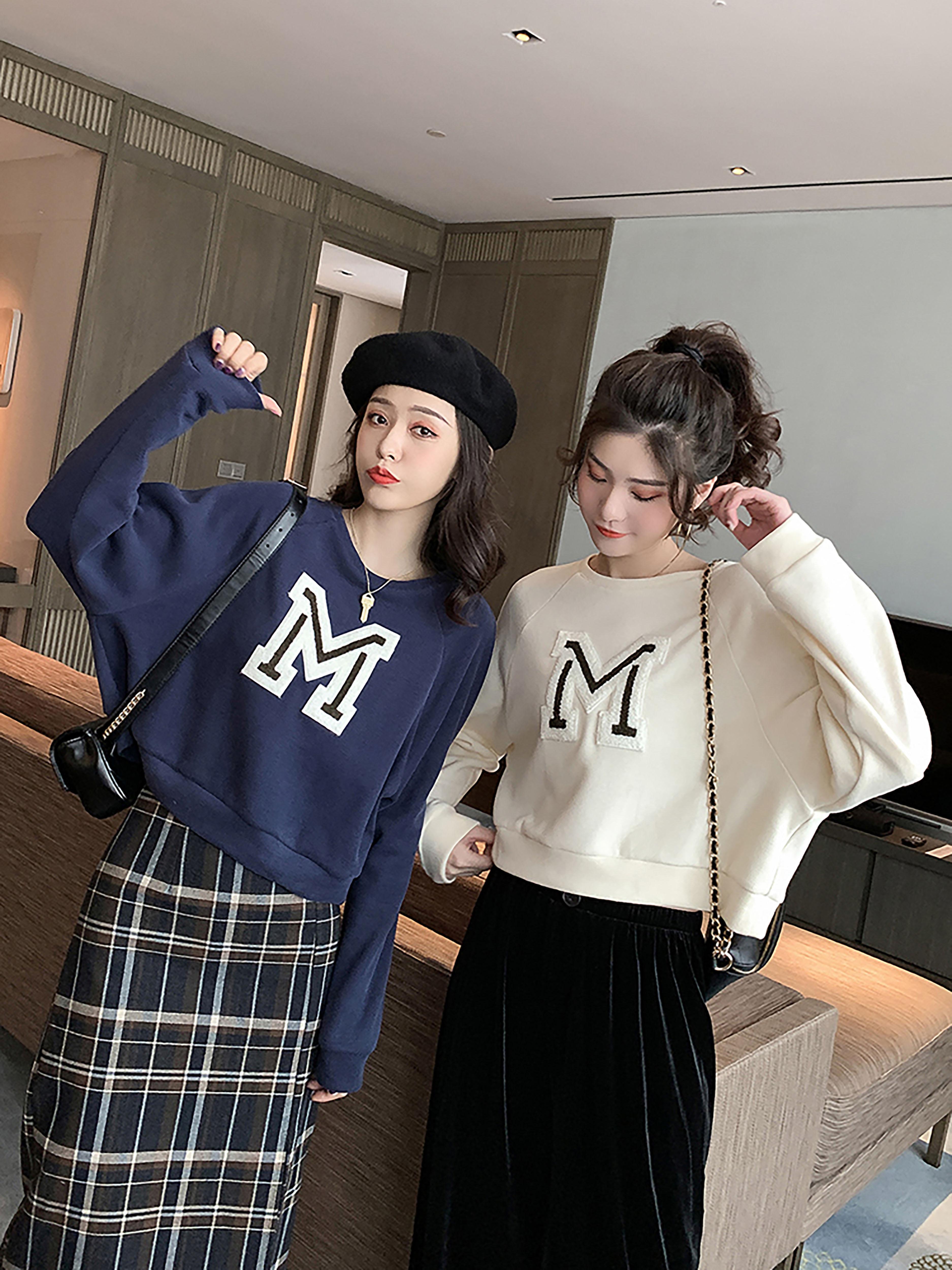 秋季新款韩版休闲M字母无帽卫衣女短款宽松显瘦圆领套头长袖外套