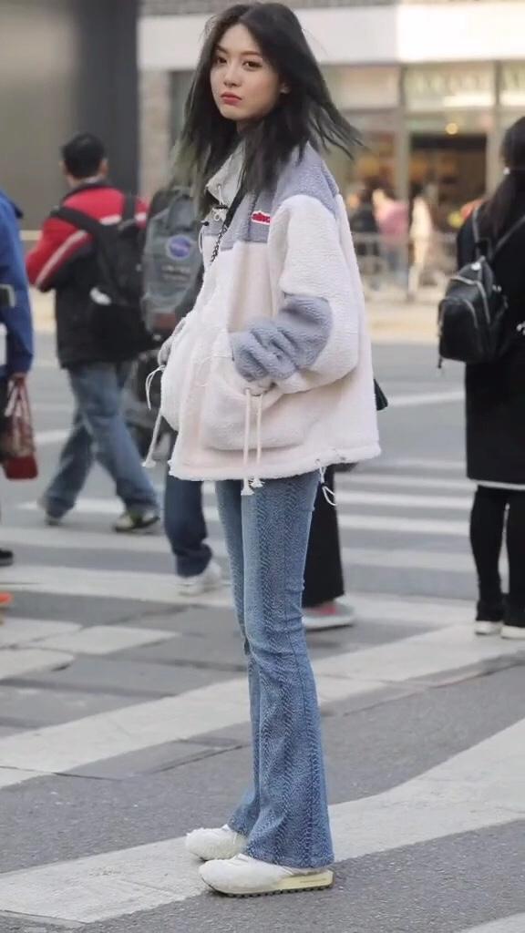 #响指换衣,解锁保暖穿搭!#街拍 这是什么神仙颜值,无美颜无滤镜,这才是真正的美女吧?