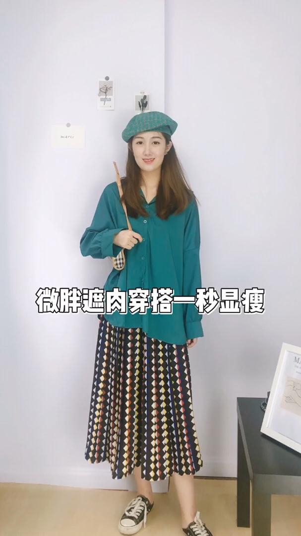 撞色的元素,特别是绿色和花色,很多人都不敢尝试!搭配一个同色系贝雷帽是不是更有型!#肉女孩别滑走!显瘦就这套!#
