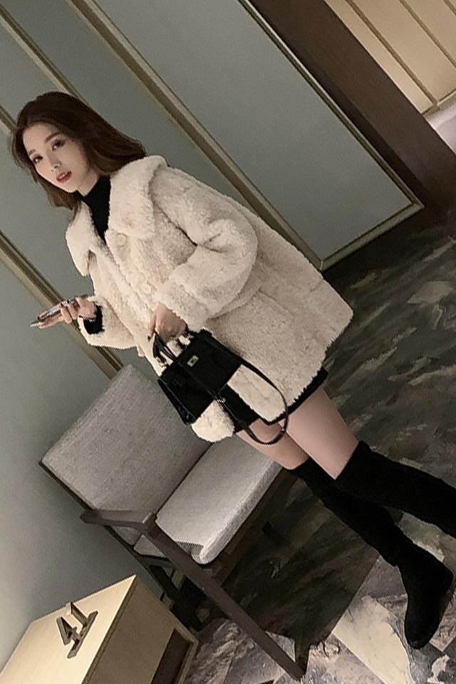 冬季新品翻领羊羔毛皮毛一体外套针织衫显瘦毛呢短裤小个子三件套