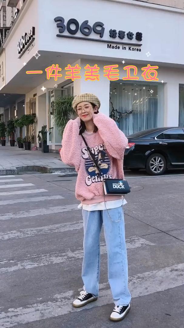 #双十一销量top的百元卫衣清单# 韩国衣服 冬天毛茸茸的卫衣还是假两件哦! 这个颜色太可爱啦! 感觉我自己不太合适哈哈!羡慕甜美的女孩子了 穿上这个亮色系 在搭配贝雷帽简直就是可爱的代名词了 这种韩系风是我的style !
