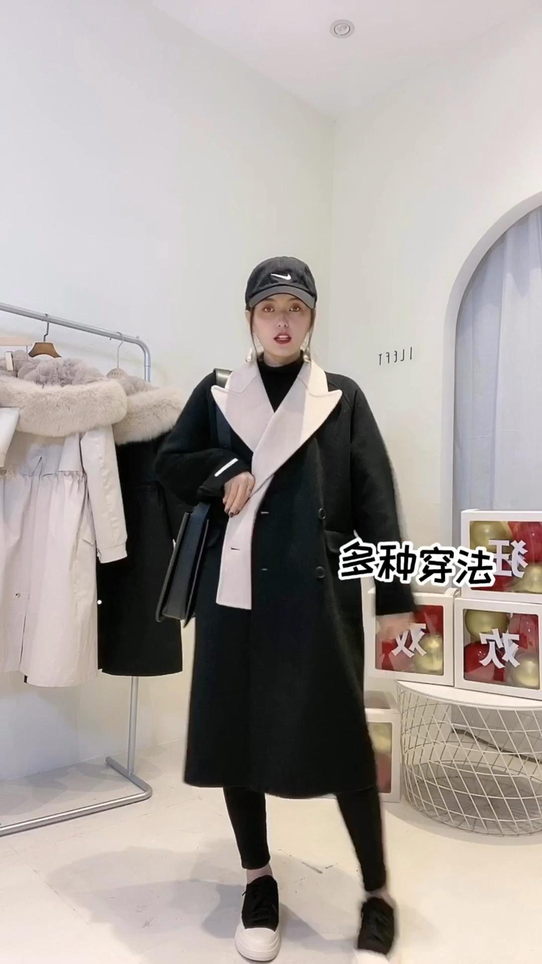 #双11,吃土少女也买得起的大衣!#  冬天的大衣一定要有质感… 这个呢100%的纯羊毛的双面羊绒大衣,假两件套拼接式的不仅很有设计感也是穿很多年都不会过时的… 面料软软的非常有质感,纯手工制造,双十一价格上你们也不用怕贵,活动下来还是非常划算的😎评论区抽奖!