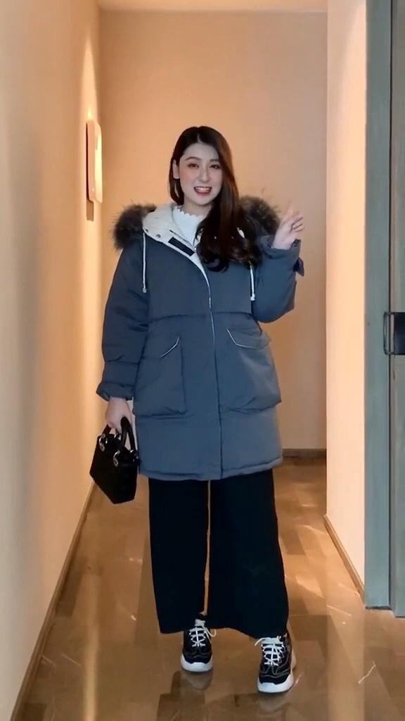 #双十一必备爆款清单出炉!#  热死也要买的冬装,第三套也太好看了吧!微胖女生超遮肉的一款棉服~