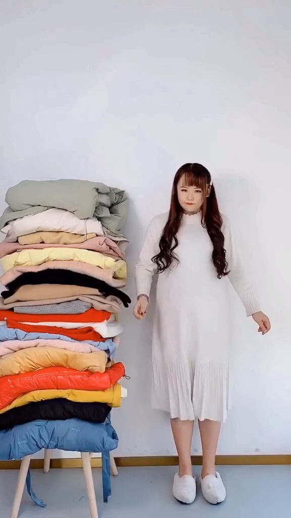 #双十一卖爆了的显瘦单品!#  微胖女生的秋冬搭配必备喔……打底针织连衣裙搭配大衣或者单穿都可以喔!超遮肉显瘦~