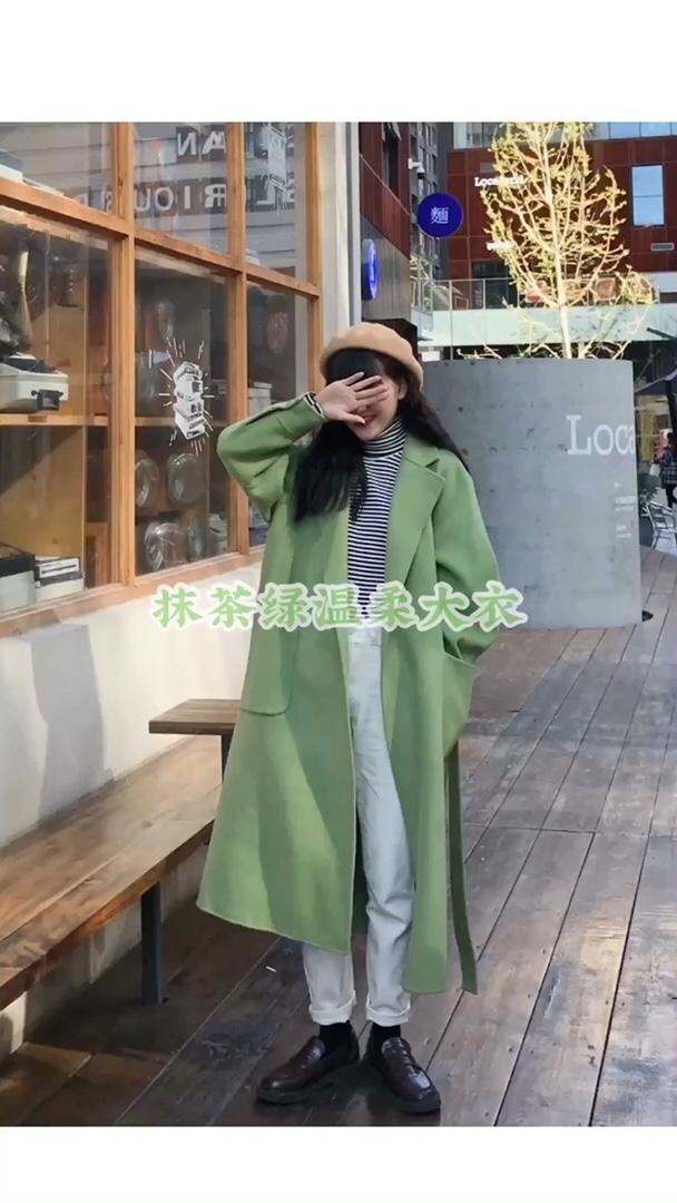 #心机!冬季怎么穿出神仙身材?# 这件清新得抹茶绿色毛呢外套,颜色很特别,清新又甜的感觉~ 搭配杏色的贝雷帽超级温柔,还显得人很可爱~ 搭配黑白条纹高领打底,真的超气质,条纹款还显瘦的! 白色裤子就ok,双十一这一套姐妹们安排哦~ 搭配皮鞋哦,好看的