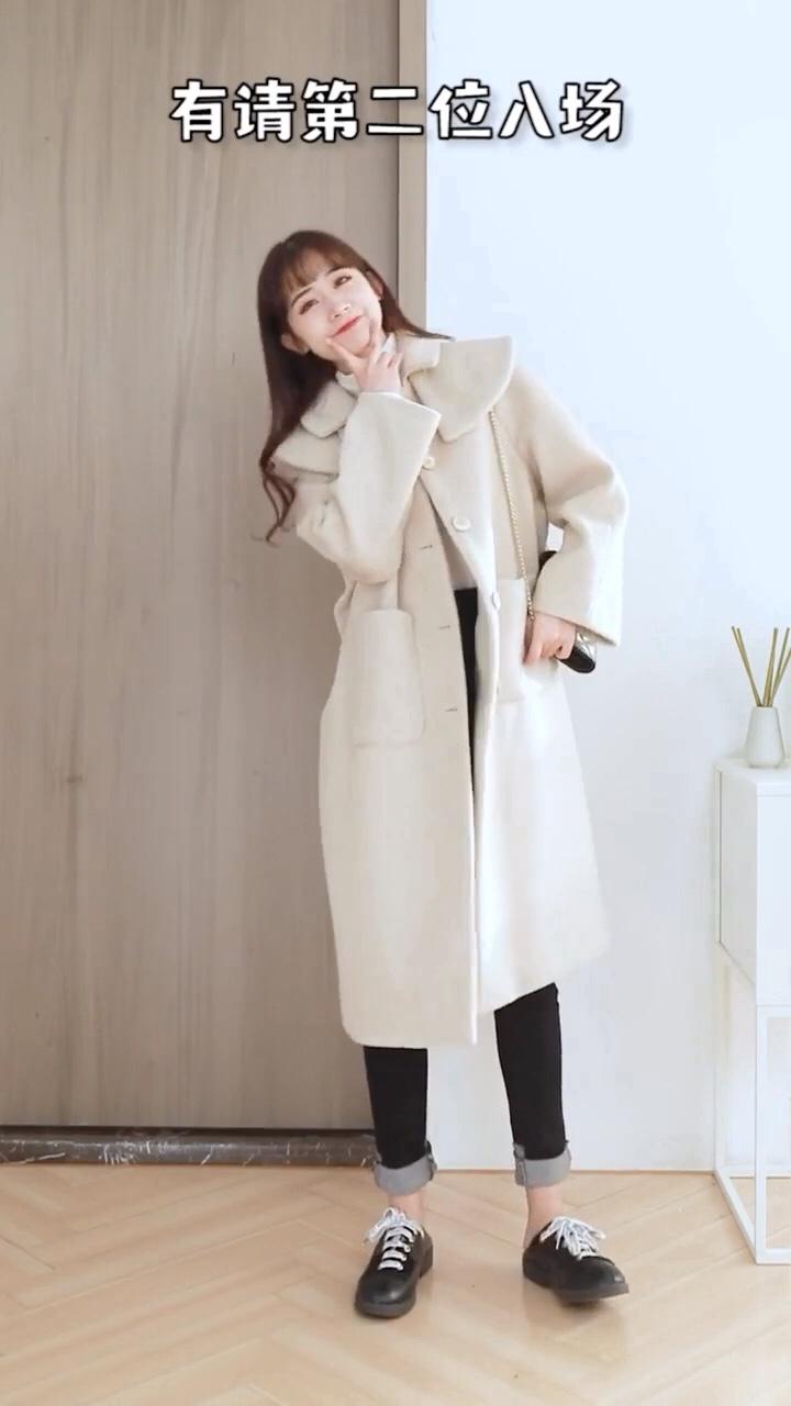 #冬日约会穿搭,一眼就惊艳!#  冬天穿衣服不仅要保暖,也要有时尚感哦……
