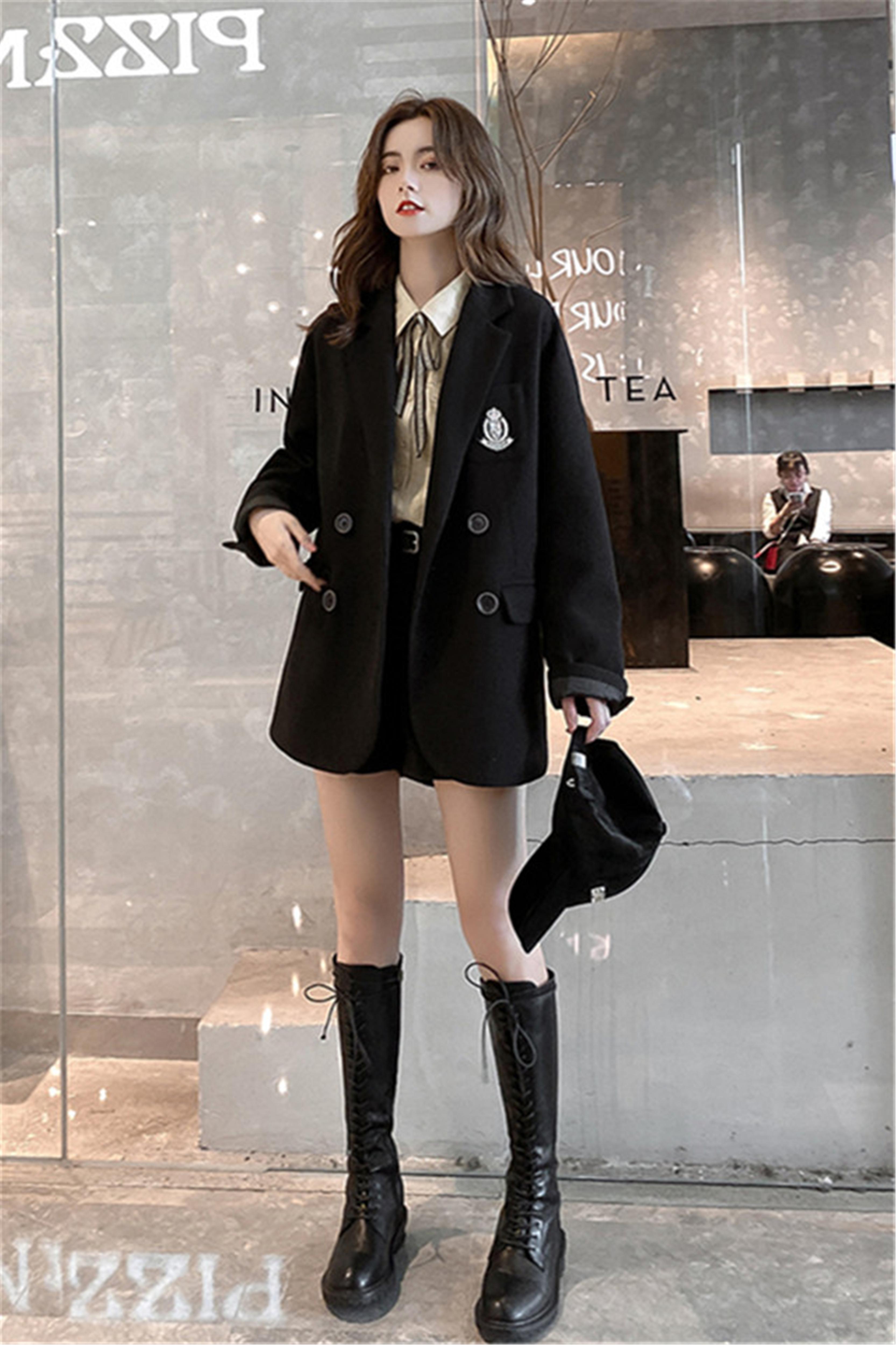 小个子时尚套装黑色徽章毛呢外套+领口织带衬衫+百搭短裤三件套