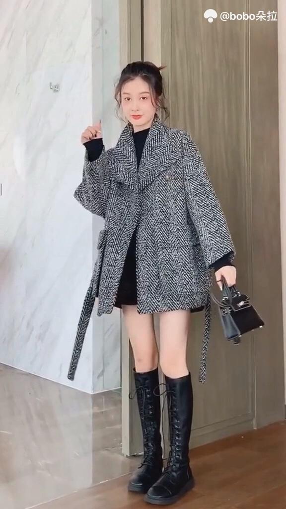 #短大衣才是今年流行款#  穿了我家外套的女生都说热的受不了。