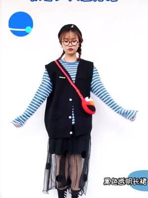 #年度挨冻挑战,女生们能有多拼?# 蓝白条纹上衣很可爱哦 小红包包也超喜欢