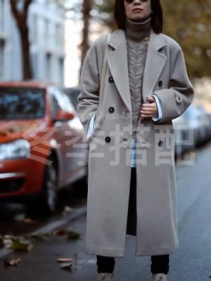 冬天好难穿出层次感,叠穿容易显臃肿。我机智地用衬衫+背心的方案,穿出了新意。上装宽松下装一定要紧身才显瘦。 #备战双十二!这些外套必囤!#