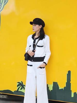 Jade今日穿搭分享~ 超级小香风的一套  气质又显白~ 搭配白色八角帽和一个黑色腰包与整体搭配 性价比高 很值得入手的一套!#双十二百元穿搭大赛#