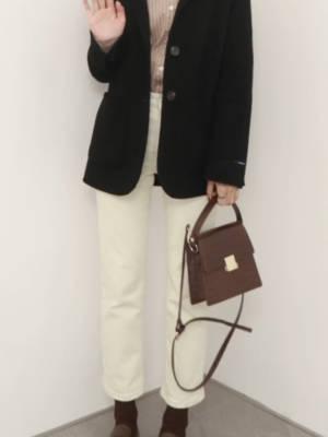 #备战双十二!这些外套必囤!# 166cm 46kg H身材 外套:黑色大衣 内搭:条纹衬衫 裤子:白色牛仔裤 鞋子:咖色皮鞋 适合场合&季节:冬季、出游 风格:简约、韩范、大方