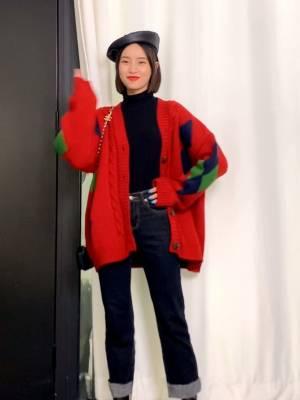 快要圣诞节了哦  给你们准备了一款圣诞毛衣#我最推荐的一件穿搭单品#