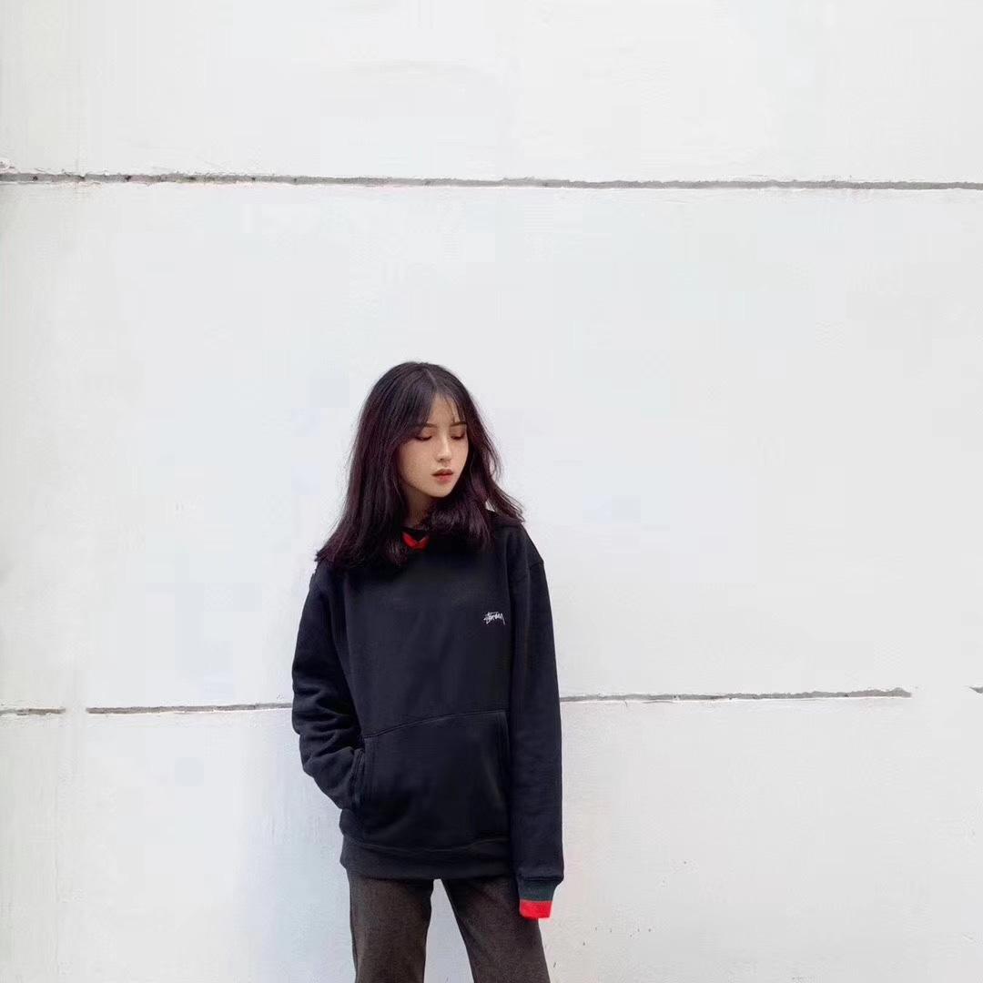 【新品】美版Stussy圣诞限定帽衫 🦋  黑白两色可选 男女同款 Size:M/L/XL 仅售199💰  很适合情侣打包📦喜欢咨询 #圣诞心愿好物集#