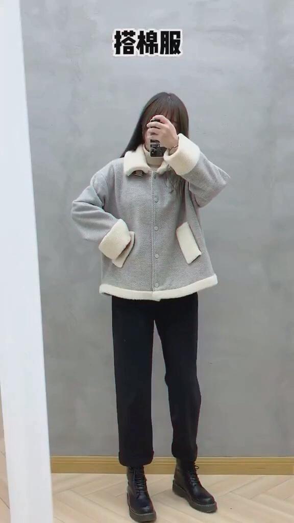 #我最推荐的一件穿搭单品#  羊羔毛外套了解下?超百搭遮肉显瘦哟……你们爱了吗?反正我爱了哦!怎么穿怎么好看~