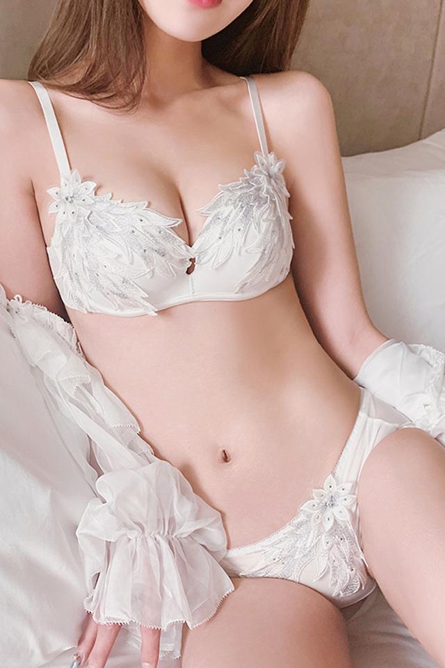内衣女无钢圈薄款白色蕾丝性感刺绣胸罩小胸聚拢调整型文胸套装