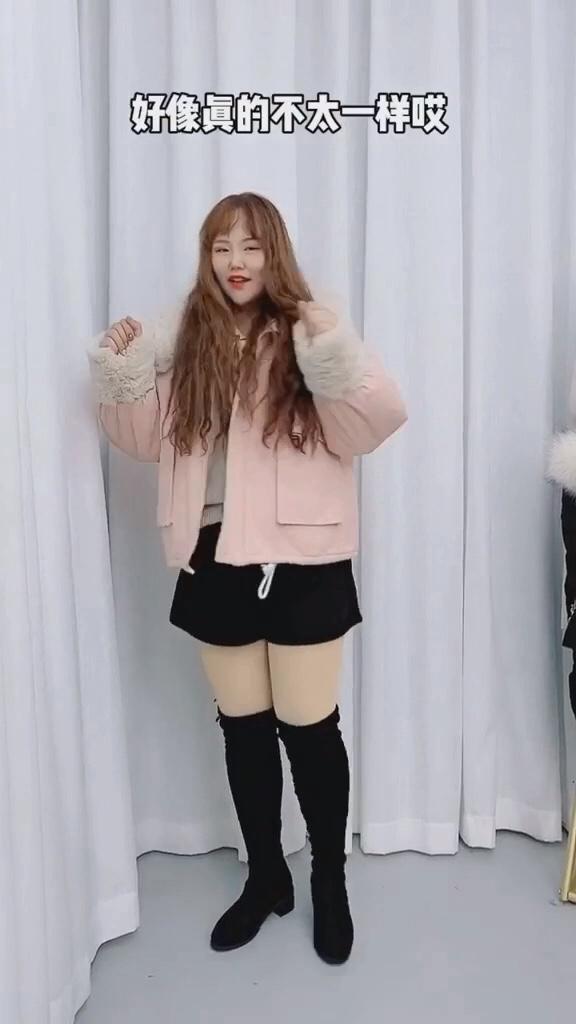 #微胖女孩冬日如何显瘦?#  你永远不知道一件外套能拯救多少条无从搭配的裤子~粉粉的外套搭配什么都是毫无压力喔……