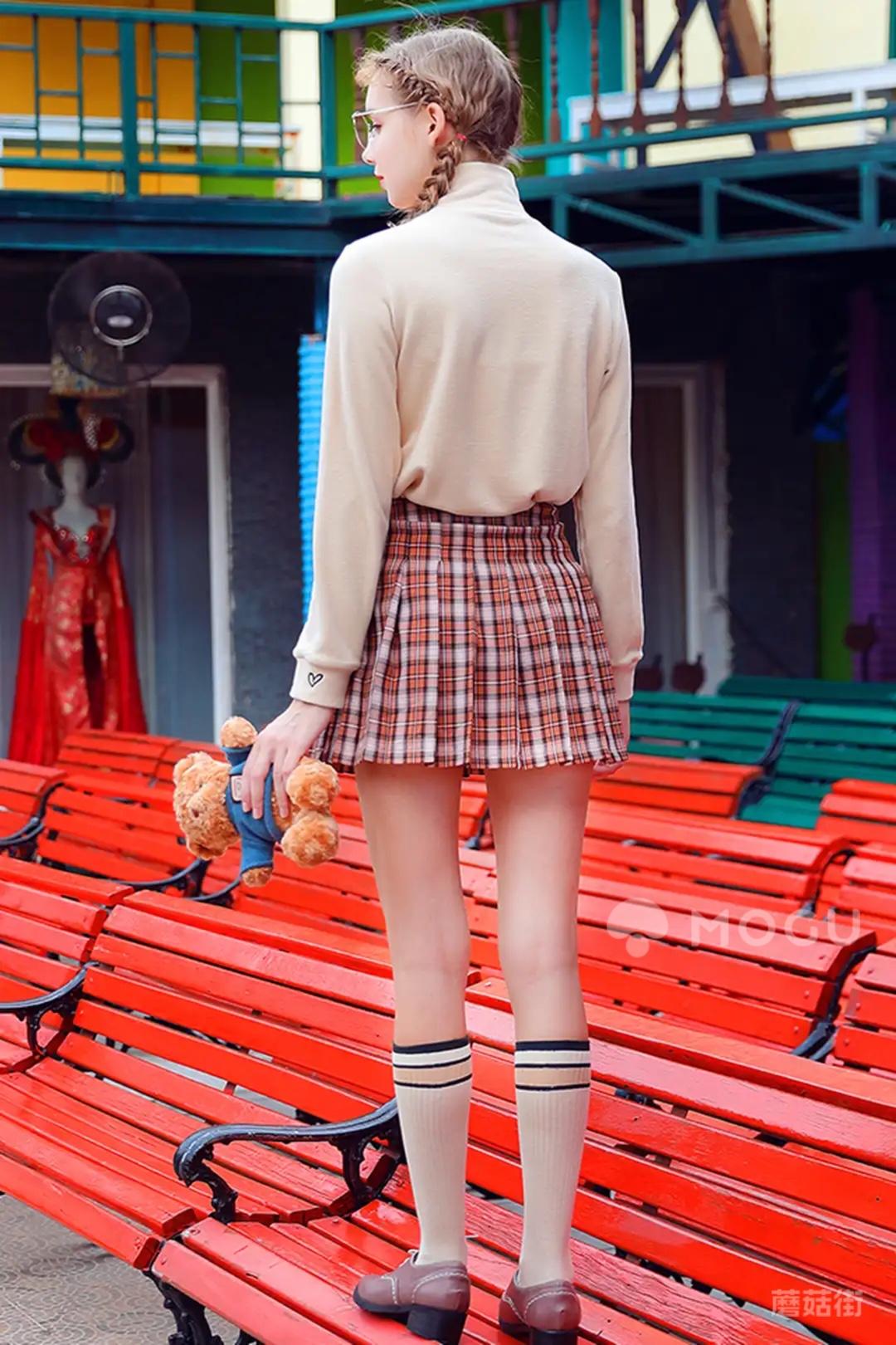 话说,学院风真的很显嫩~如果hou不住一整套Jk也没关系啊,只要一件百搭的百褶裙就够啦~~~~#中了主播的毒#