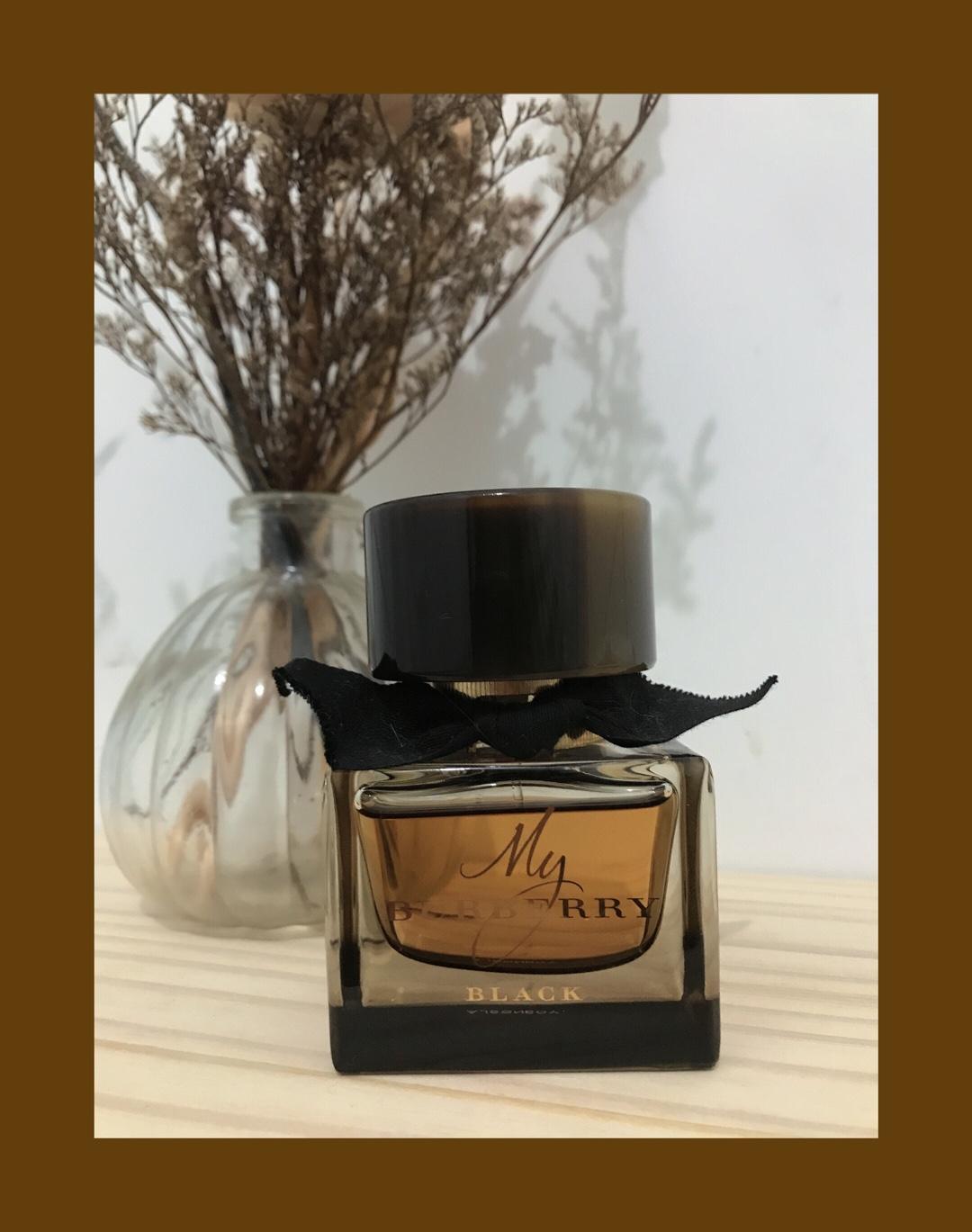 朋友送的香水💕 巴宝莉浓情黑色版, 味道非常好闻 瓶子也很好看 这是我最近常用的香水 #宝藏cp约会香水#