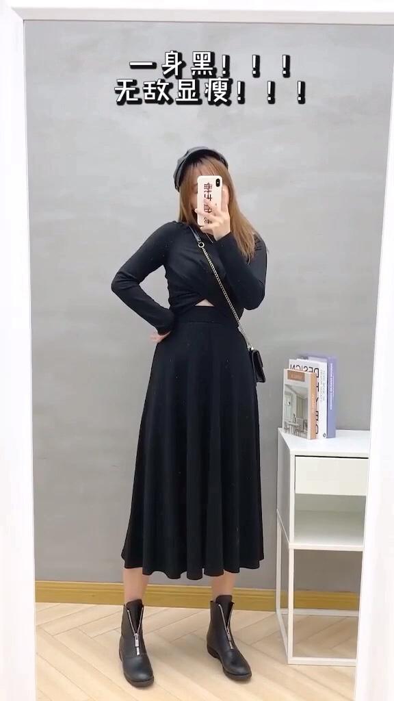 #微胖女生#  163cm120斤,听说黑色最显瘦了,那我这一身魔鬼黑,说是100斤不过分吧!穿搭 微胖穿搭
