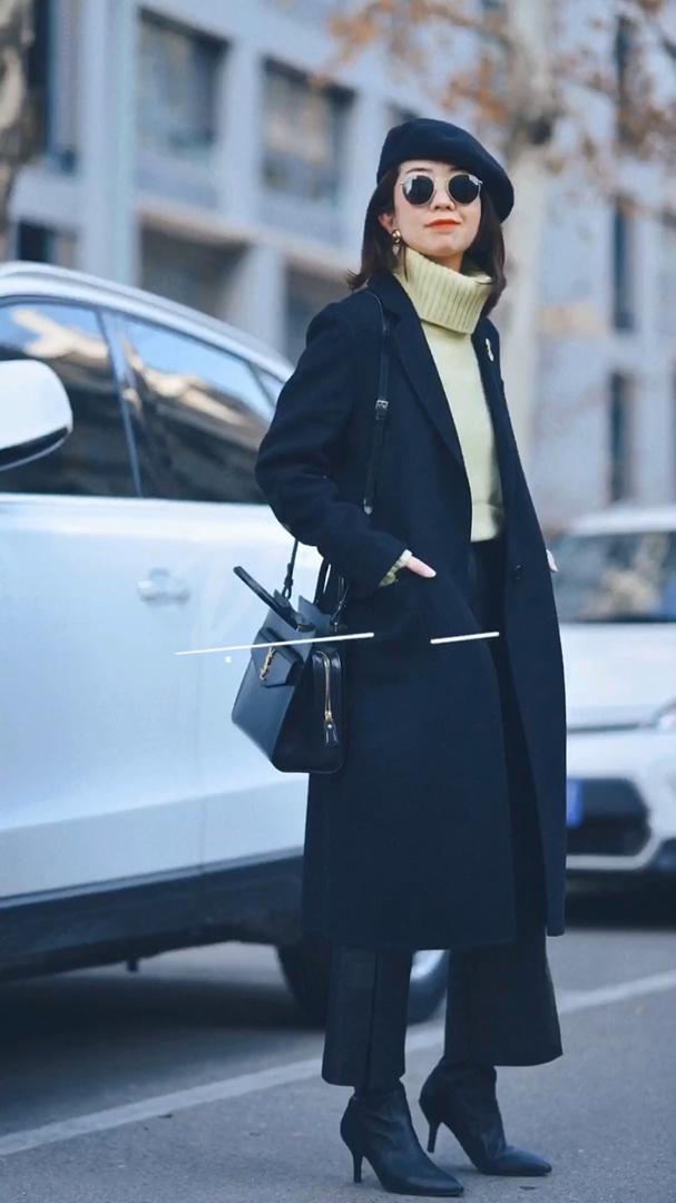 换季时节最发愁穿什么,春装太冷,冬装又实在穿烦了。其实最简单的办法是选择有春天气息的内搭。一件鹅黄色羊绒,即使阴天☁️也让心情瞬间好起来✌️  #全民搭配挑战赛#