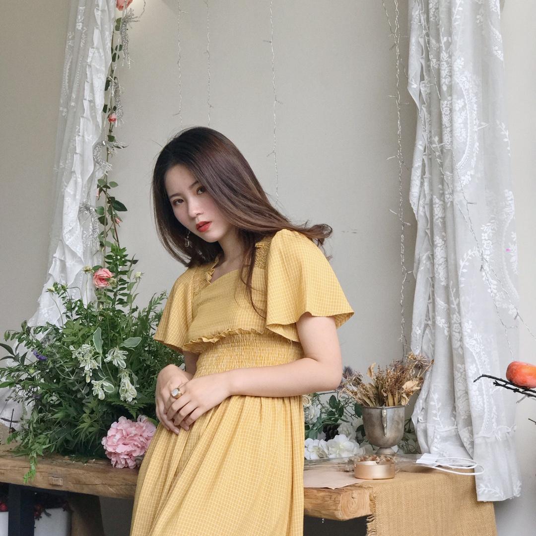 春夏必备黄色仙女裙 蝴蝶袖遮手臂 长度刚好显腿长 温柔甜美范儿 #2020必入春夏单品#
