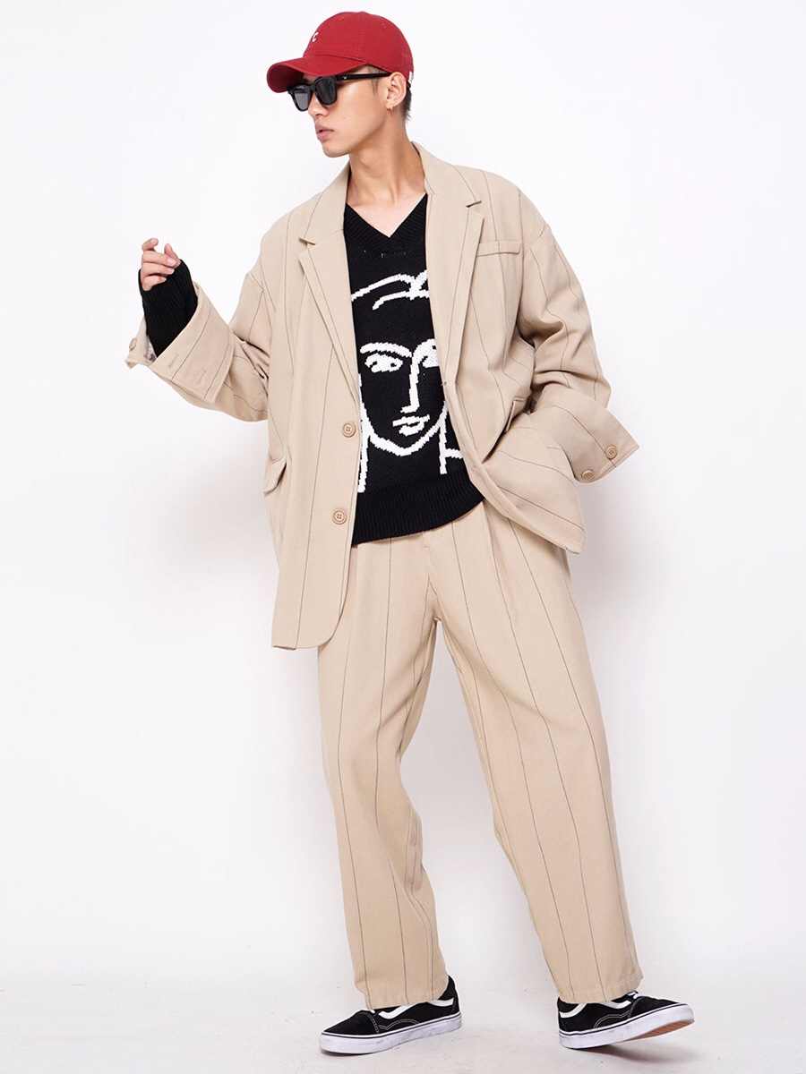 男士西服宽松套装推荐穿搭 — 这样一组宽松休闲的西服套装穿搭,绝对是我今年非常喜欢的一个品类,布料细节是有类似正规西服的竖线滴,增加了仪式感。 — 搭配皮鞋运动鞋都可以哦,很有自己的范儿~ — 你平时什么场合穿西服呢? #今日穿搭#