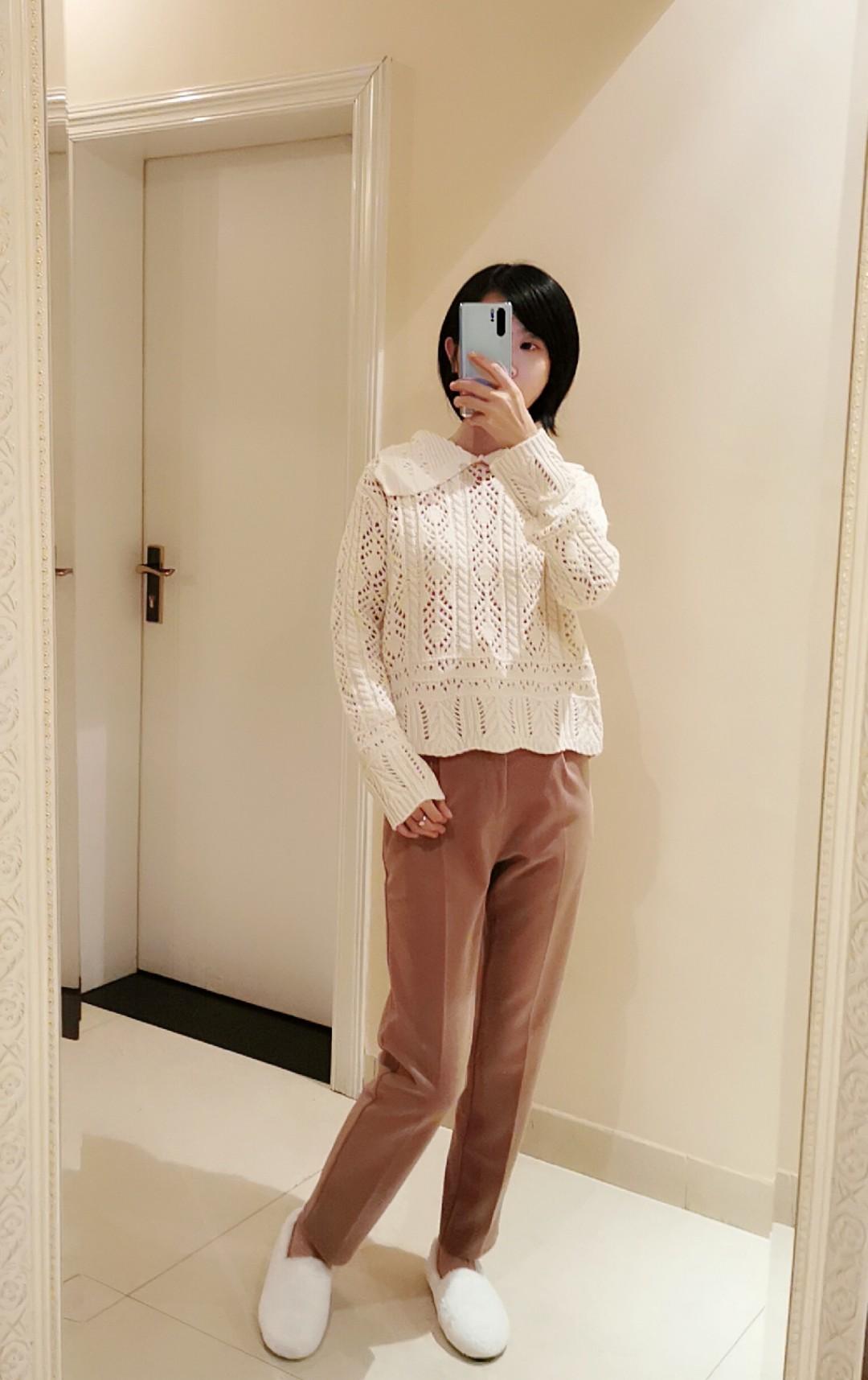 越来越喜欢这种舒适的穿衣风格,设计感满满的米白高腰镂空毛衣,搭配焦糖色的裤子,休闲随性,看起来就很舒服呀❤️ #穿搭日志#
