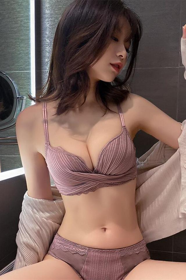 性感内衣女小胸聚拢调整型上托无钢圈无痕文胸套装蕾丝胸罩学生